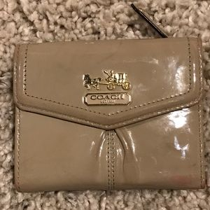 COACH MADISON PATENT LEATHER WALLET!